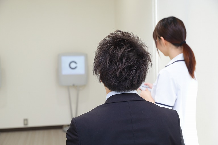 白内障の日帰り手術のための検査